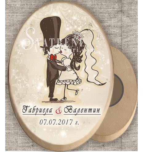 """Дизайн """"Младоженци Туни Целувка"""" :: Дървени магнити #08-7 (Елипси от дърво :: Два размера) АРТ™"""